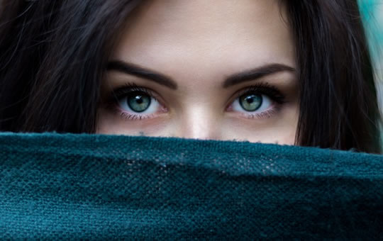 The Eye Movements That Signal Someone Is Into You